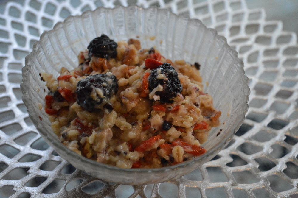 Blackberry + Goji Berry Oatmeal