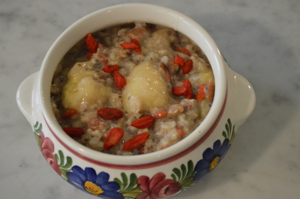 Banana, Goji Berries & Chia Seeds Oatmeal