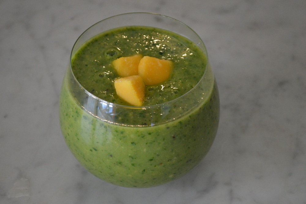 Mango Green Smoothie - LaurenSchwaiger.com
