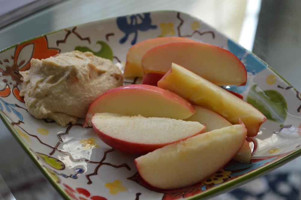 Apple & Hummus