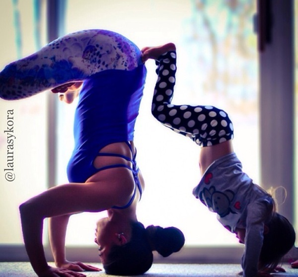 Mother-and-Daughter-Yoga-06