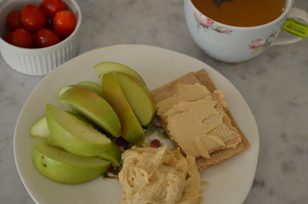 Green Apple + Hummus & Tomatoes