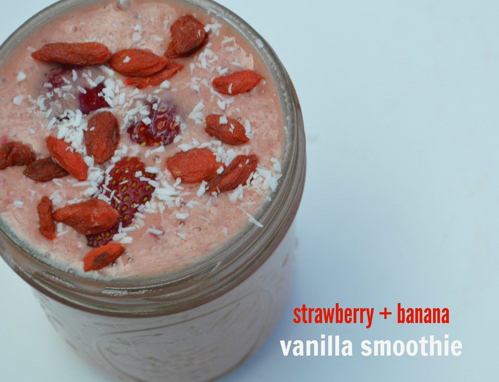 Strawberry + Banana Vanilla Smoothie - laurenschwaiger.com