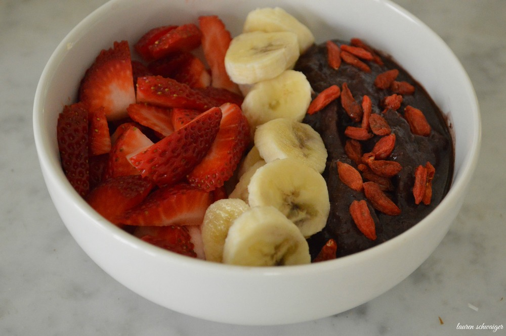 Acai Bowl - superfoods - laurenschwaiger.com