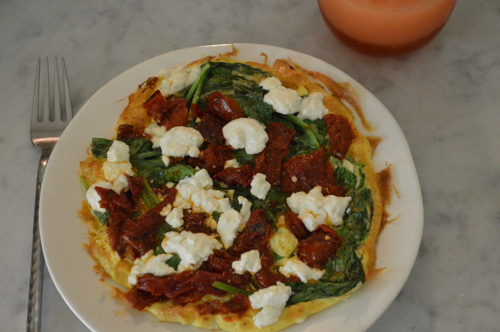 spinach, sundried tomatoes & goat cheese omelette