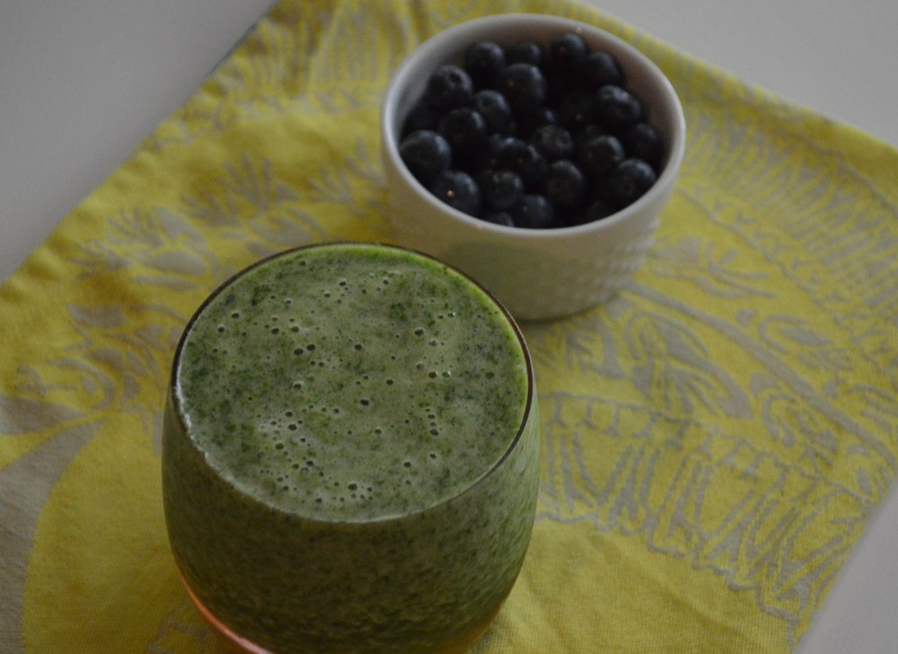 Green Smoothie + Blueberries