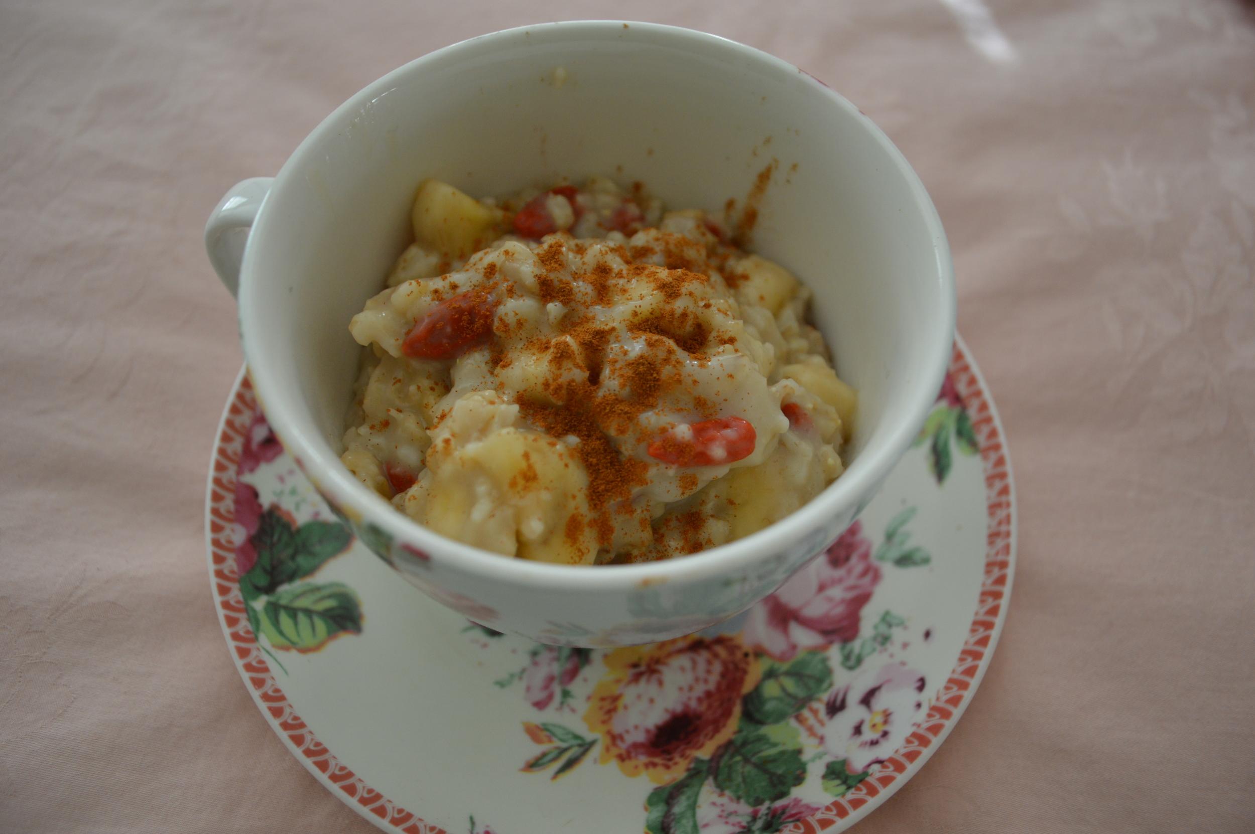 Banana & Goji Berry Oatmeal
