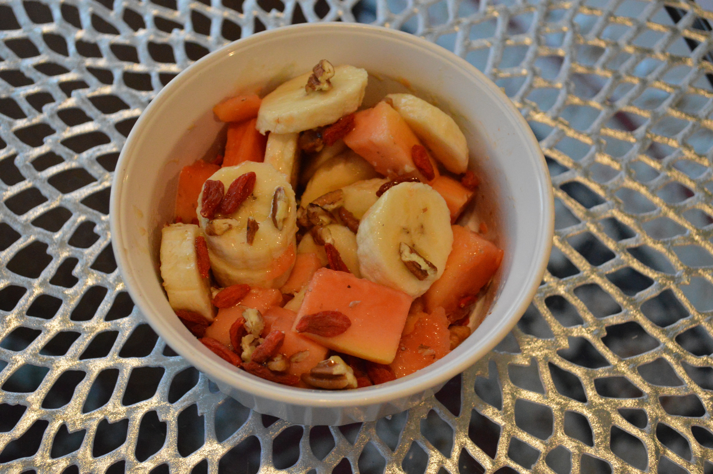Banana + Papaya + Pecans + Goji Berries