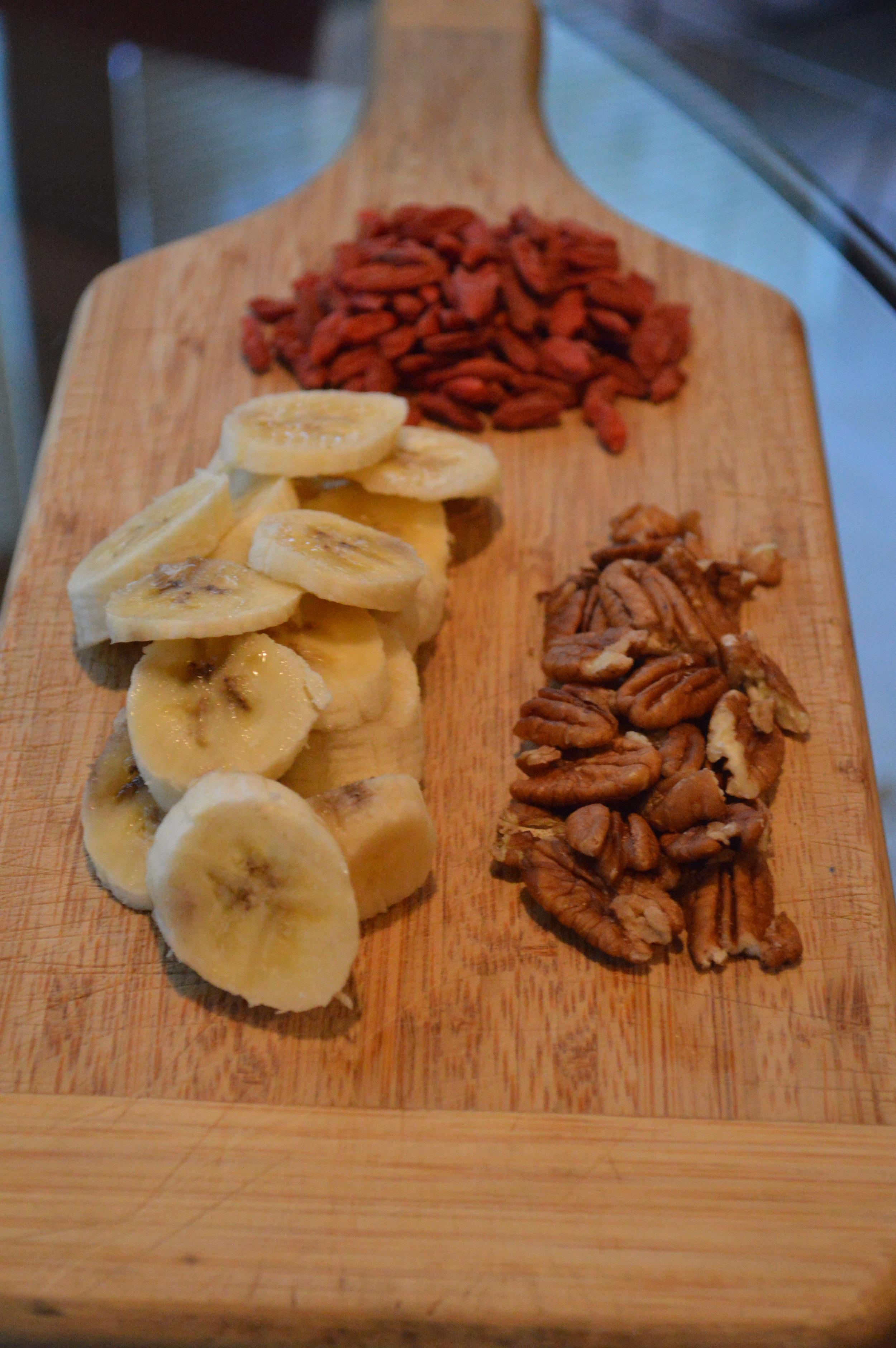 Oatmeal Toppings | Goji Berries, Banana, Pecans