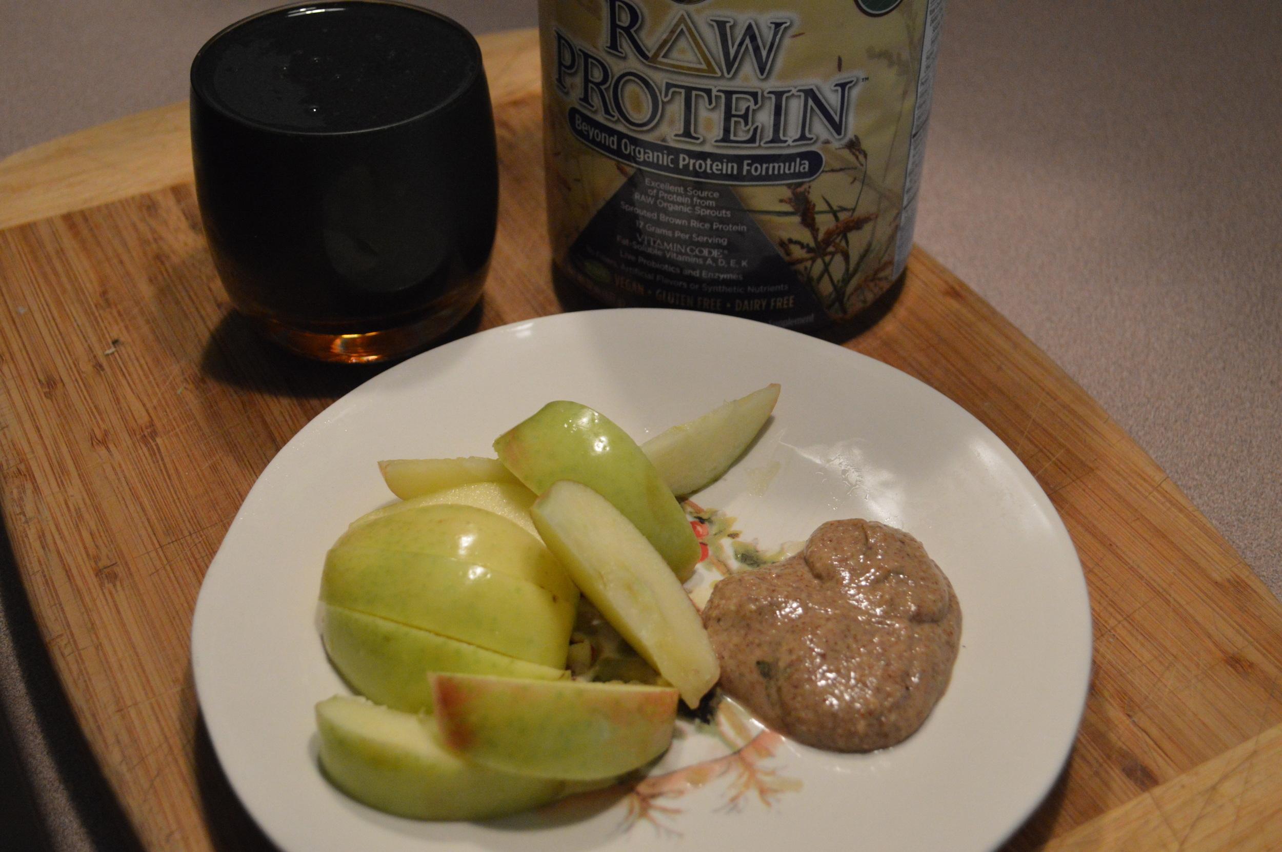 Spirulina Smoothie + Apple & Almond Butter