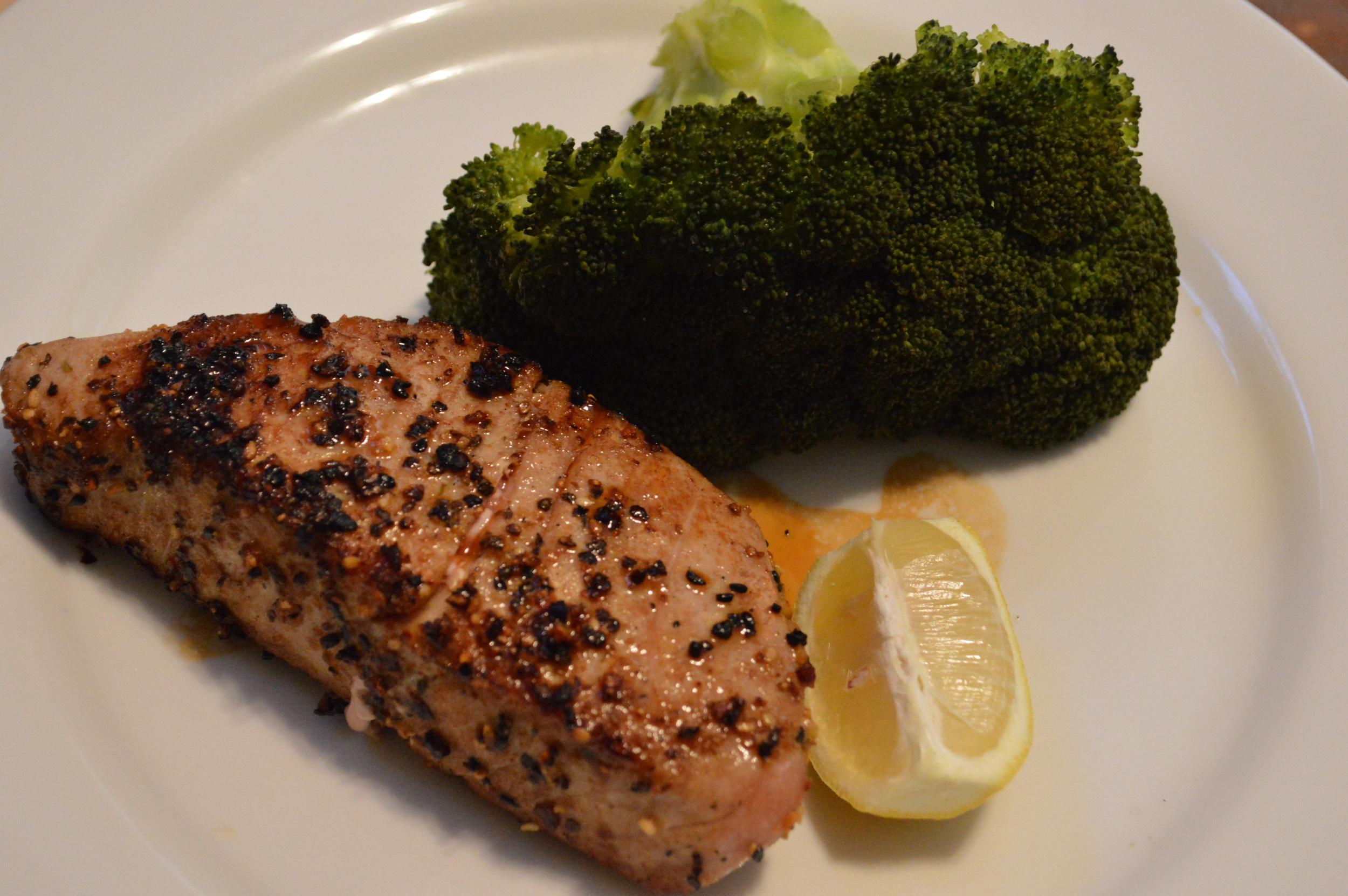 Seared Tuna & Broccoli