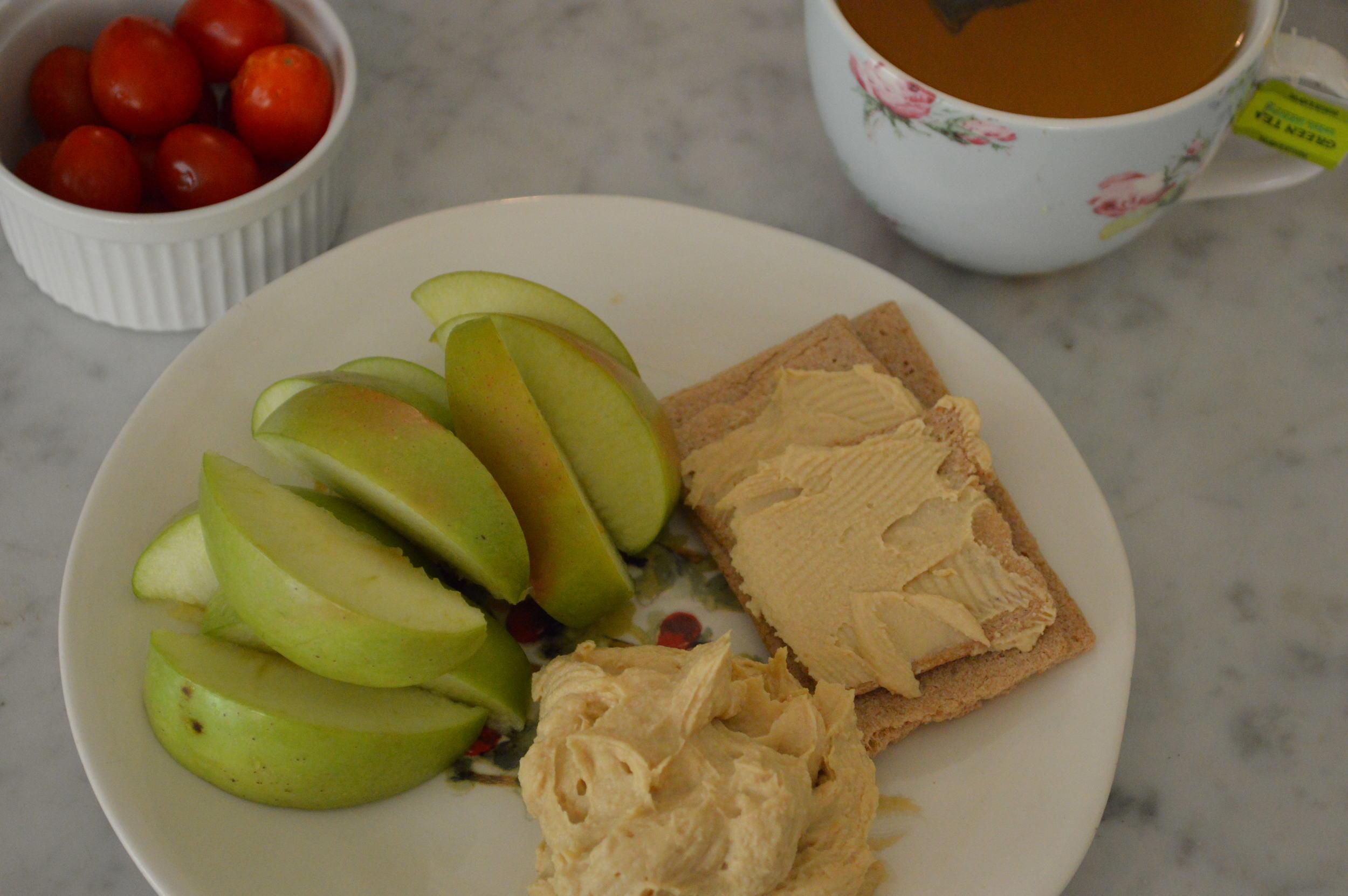 Green Apple + Hummus & Tomatoes