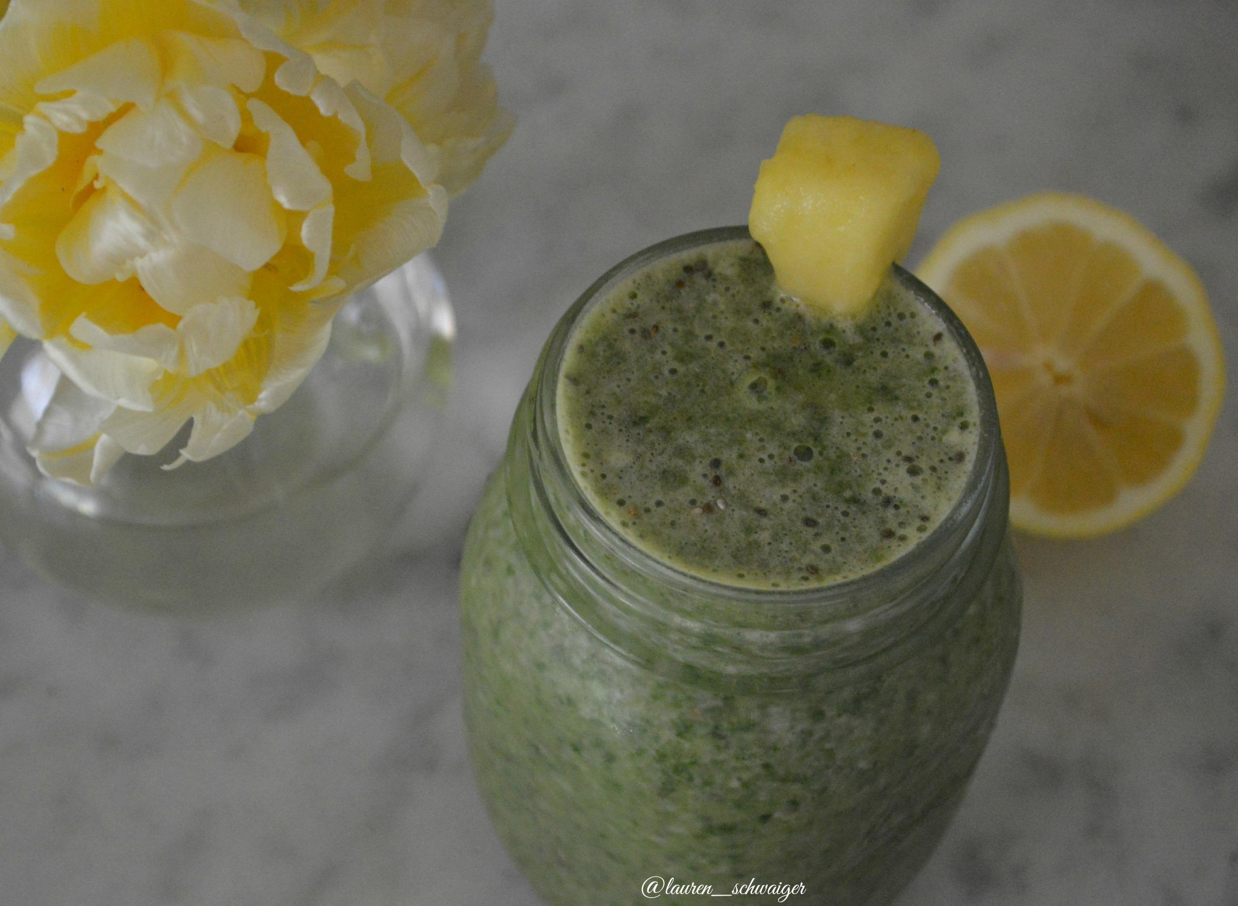 Green Smoothie - LaurenSchwaiger.com