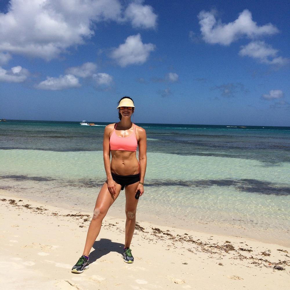 LaurenSchwaigerAruba-beachworkout.jpg
