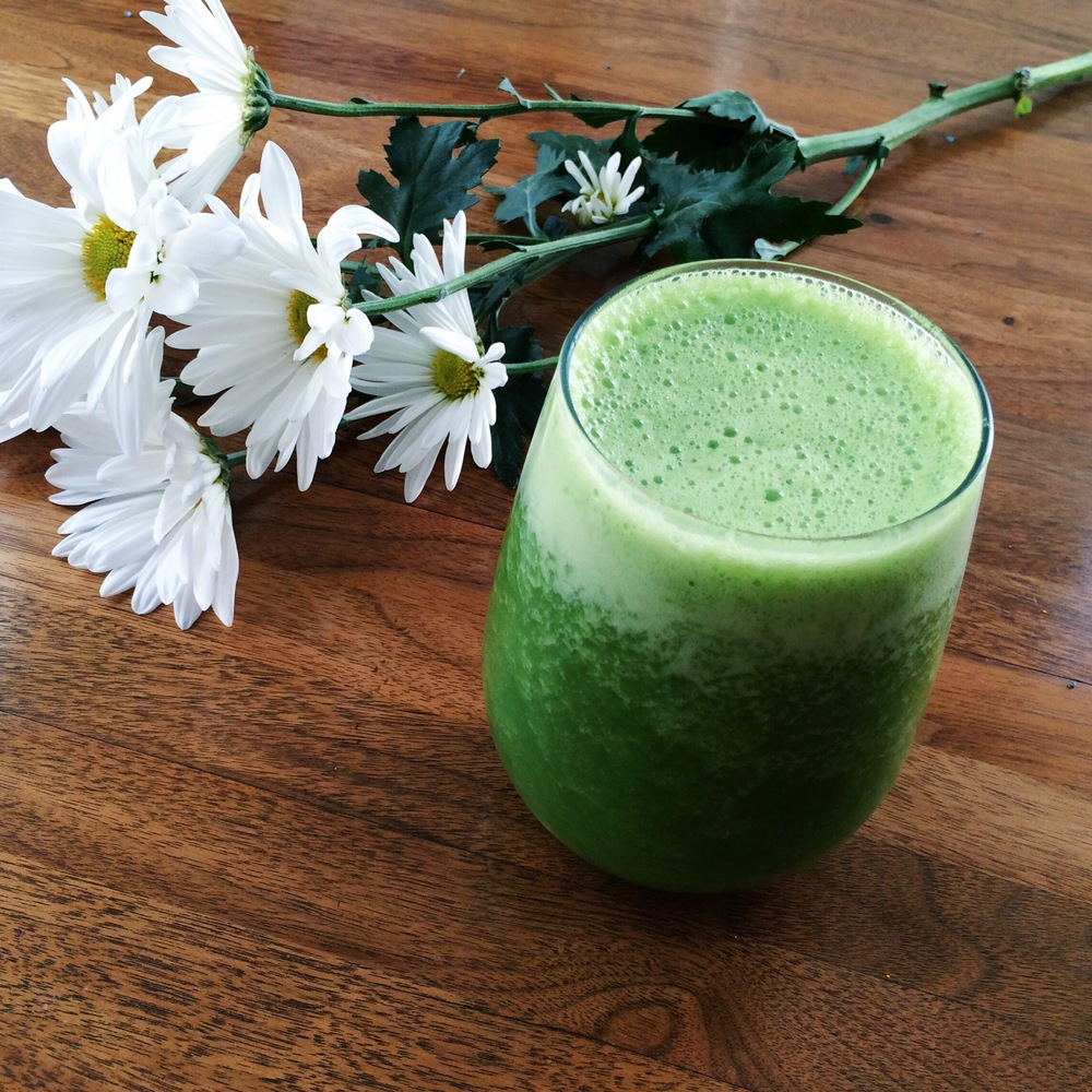 Lauren-Schwaige-Blog-Simple-Green-Smoothie.jpg