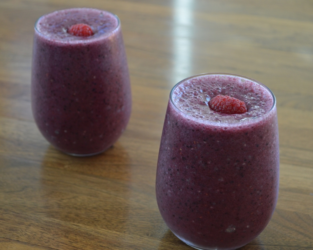 Lauren-Schwaiger-Blog-Berry-Banana-CacaoNib-Smoothies.jpg