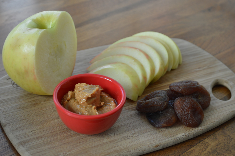 Lauren-Schwaiger-Blog-Apple+Organic-Peanut-Butter.jpg