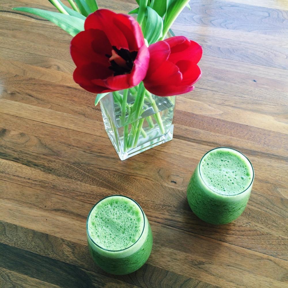 Lauren-Schwaiger-Blog-Green-Smoothie-Tulips-Photo.jpg