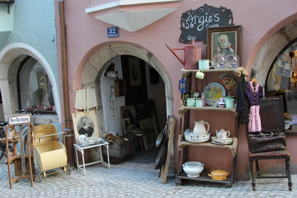 LaurenSchwaiger-Travel-Blog-Rattenberg-Angies-Vintage-Shop.jpg