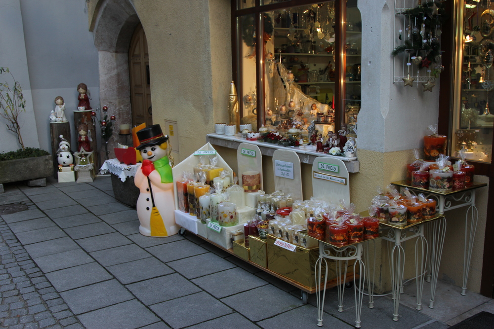 LaurenSchwaiger-Blog-Travel-Austria-Rattenberg-Shops.jpg