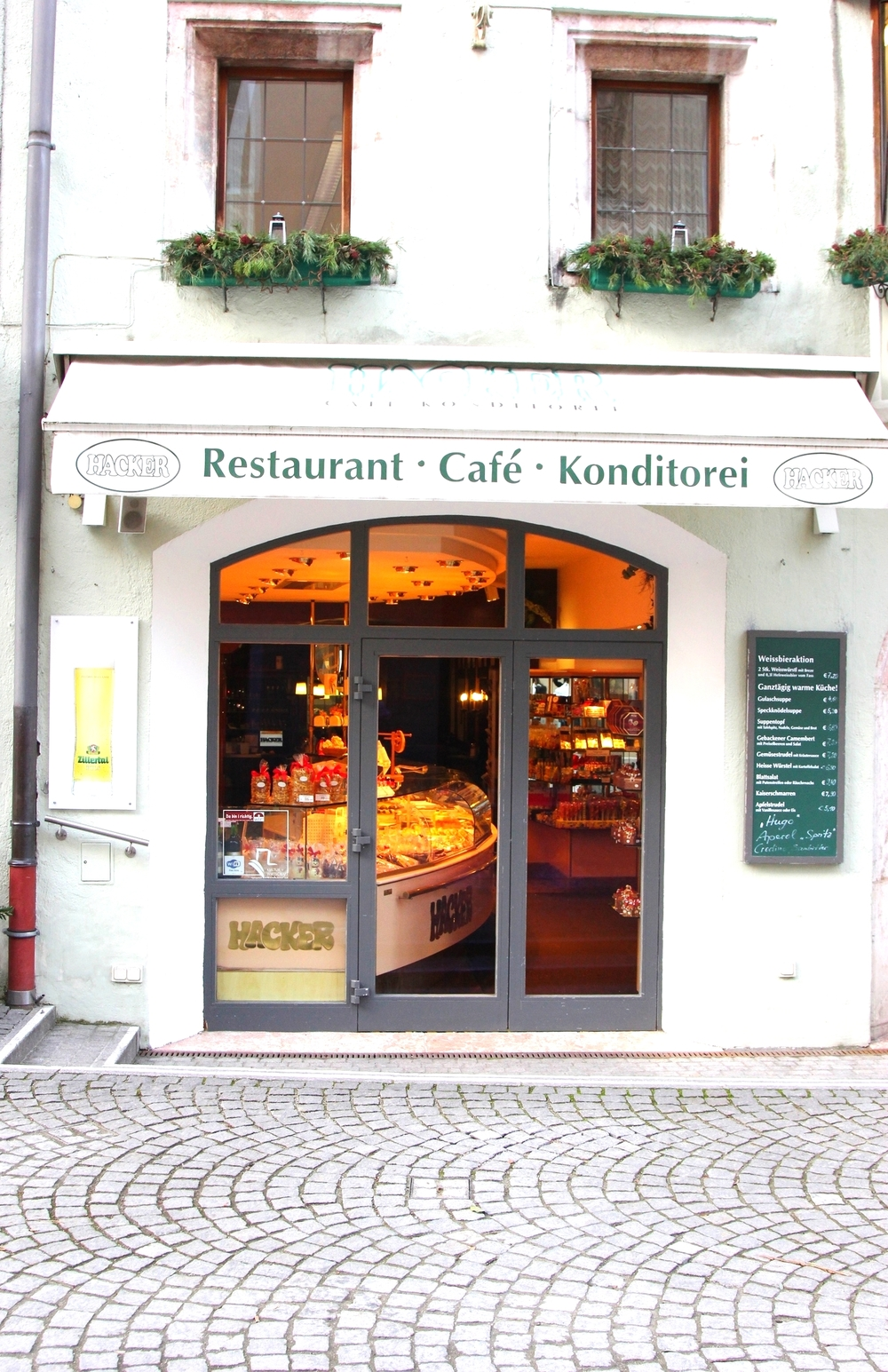 LaurenSchwaiger-Travel-Blog-Rattenberg-Cafe-Konditorei-Hacker.jpg
