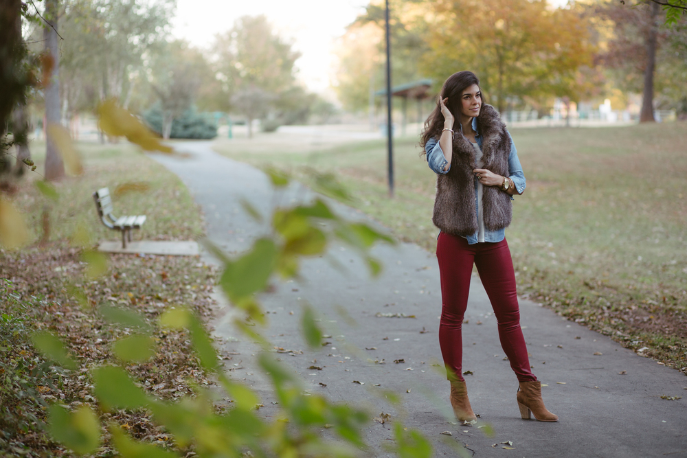 LaurenSchwaiger-Style-Blog-Fall-ootd-Fur-Vest.jpg