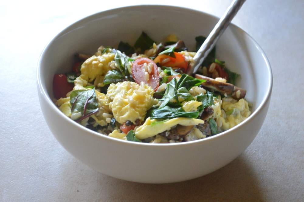 BrownRice-Egg-Veggie-BreakfastBowl-LaurenSchwaiger-Blog.jpg