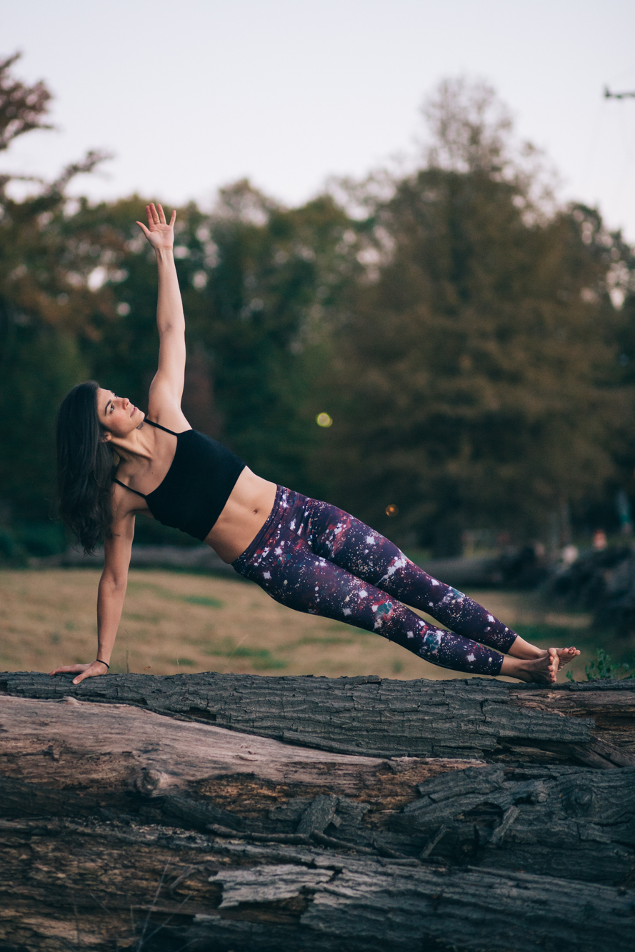 LaurenSchwaiger-Blog-SidePlank-Yoga-WITH-Leggings.jpg