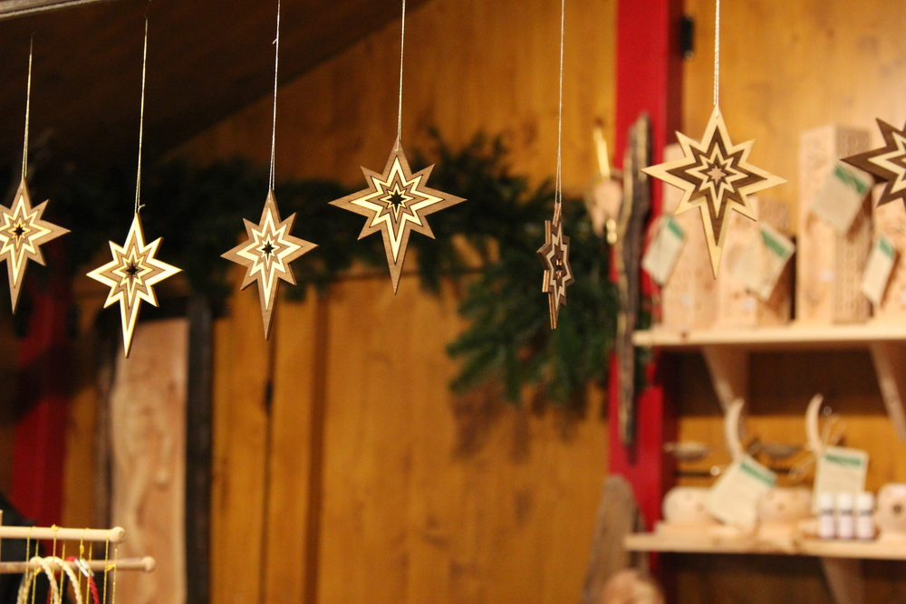 LaurenSchwaiger-Travel-Blog-Innsbruck-Christkindlmarkt-Wooden-Star-Ornaments.jpg