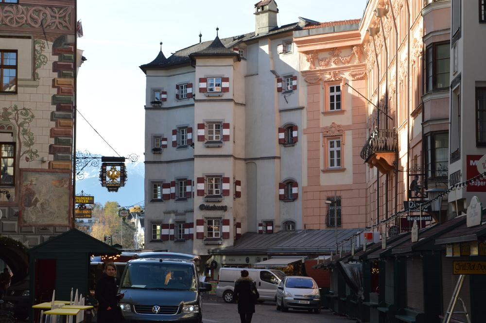 LaurenSchwaiger-Travel-Blog-Altstadt-Innsbruck.jpg