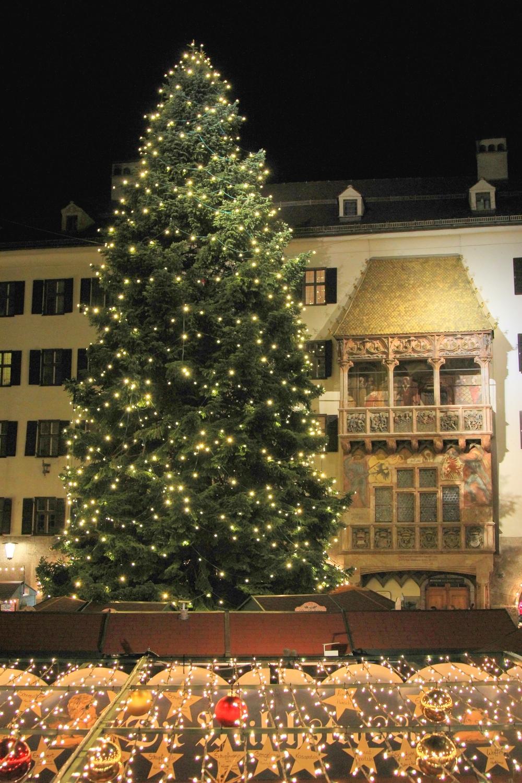 LaurenSchwaiger-Goldenes-Dachl-Innsbruck-Christkindlmarkt.jpg