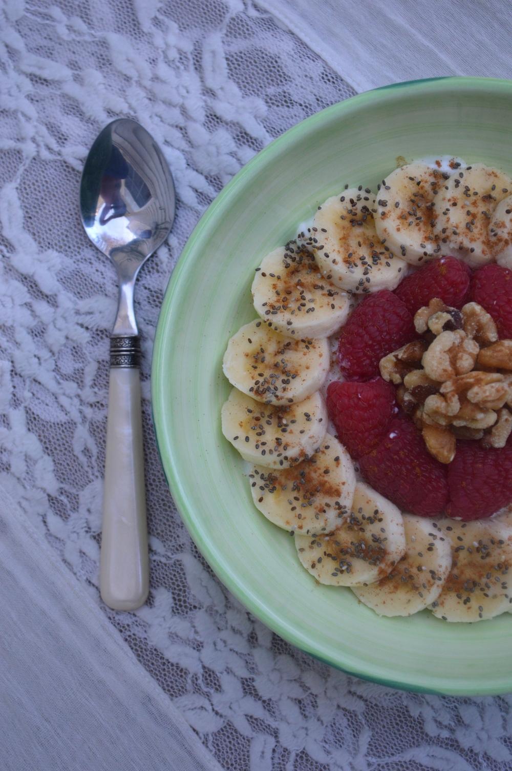 LaurenSchwaiger-Blog-Fruit&Superfood-Bowl.jpg