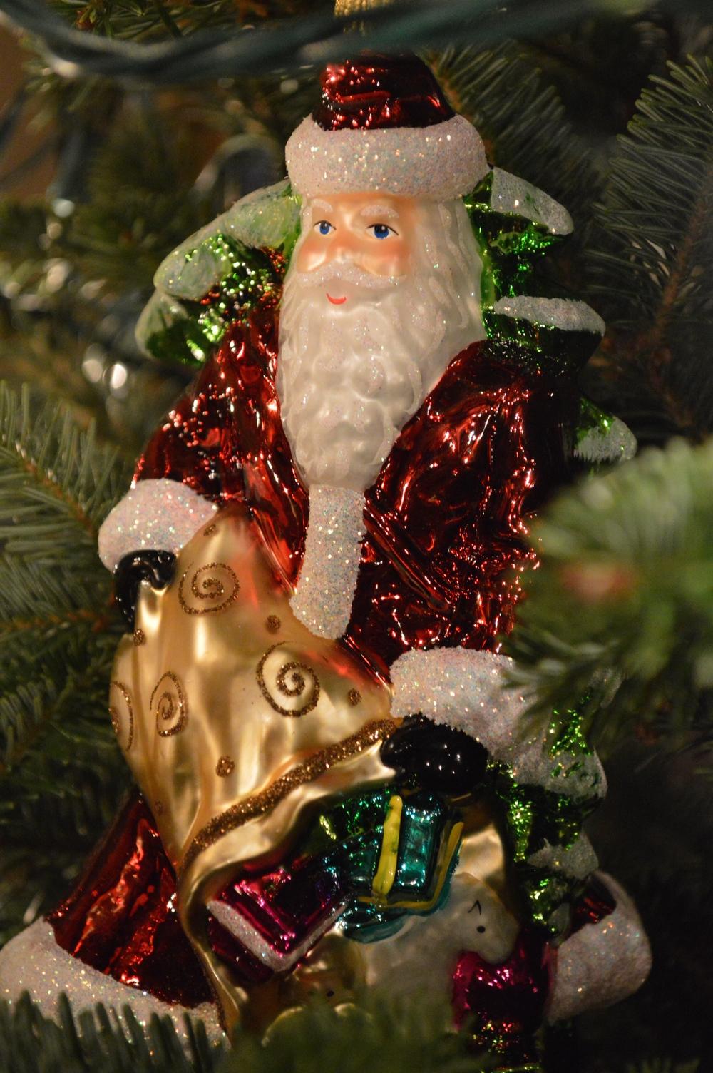 LaurenSchwaiger-Blog-Christmas-Traditions-Santa-Claus-Ornament.jpg