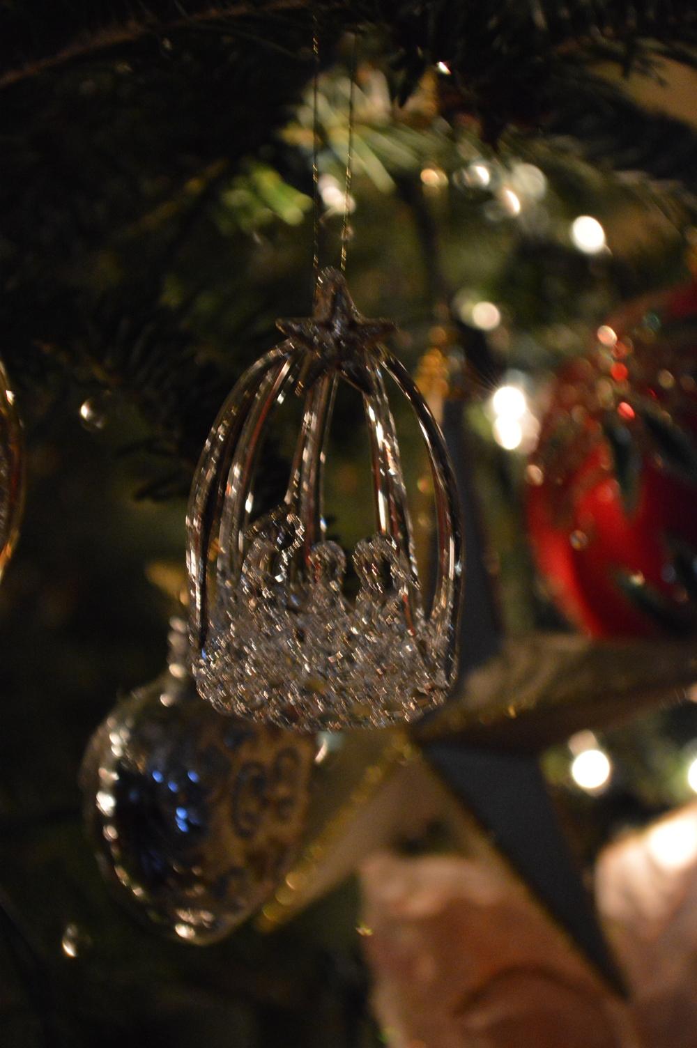 LaurenSchwaiger-Blog-Christmas-Ornaments-Tradtion.jpg