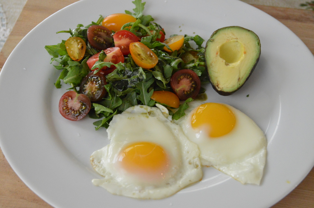 LaurenSchwaiger-Blog-CleanEating-Eggs+Greens.jpg