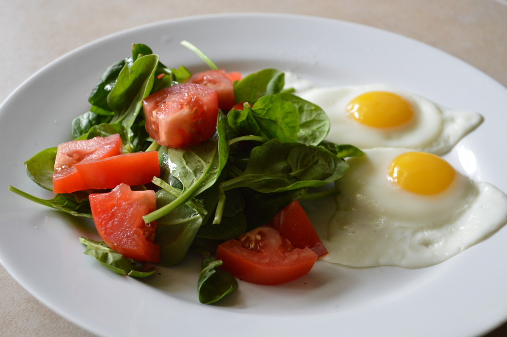 LaurenSchwaiger-Blog-CleanEating-Eggs&Greens.jpg
