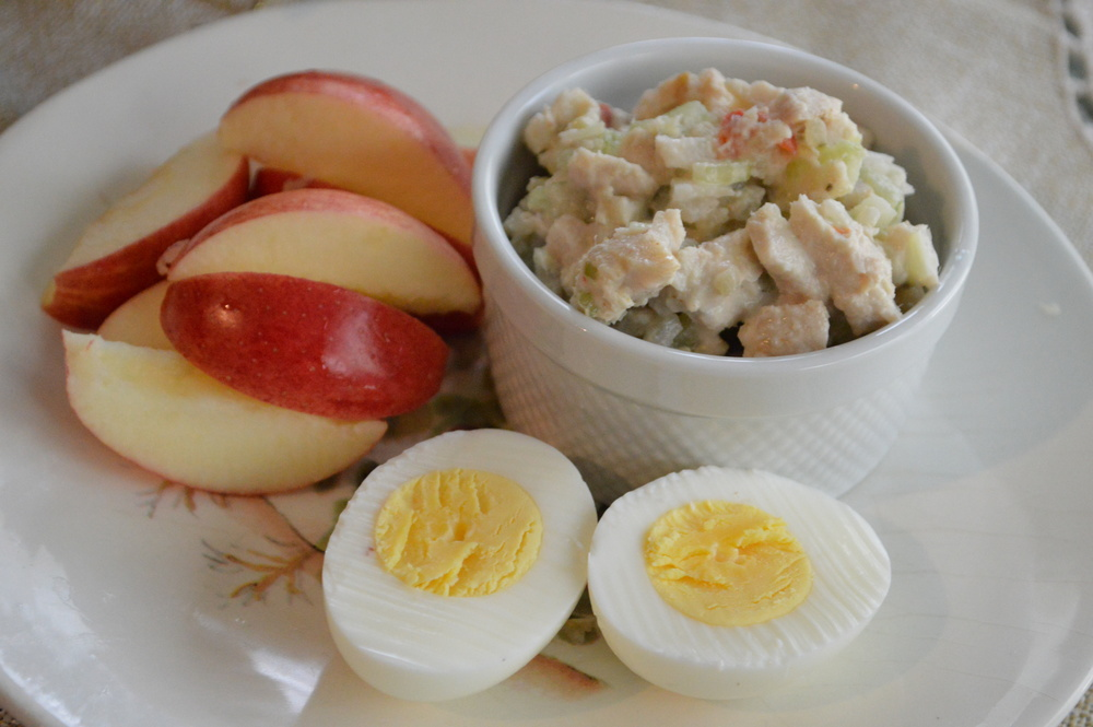 LaurenSchwaiger-Blog-CleanEating-Snack-Apple&TunaSalad.jpg
