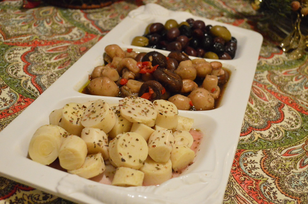 LaurenSchwaiger-Blog-Christmas-Olives-HeartsofPalm.jpg