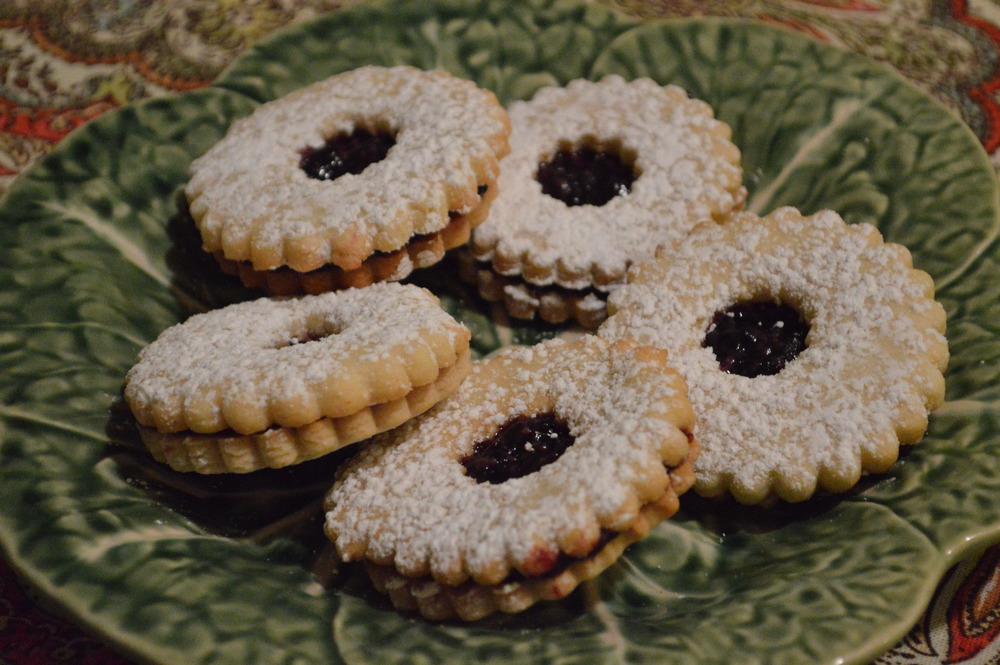 LaurenSchwaiger-Blog-Christmas-Linzer-Cookies.jpg