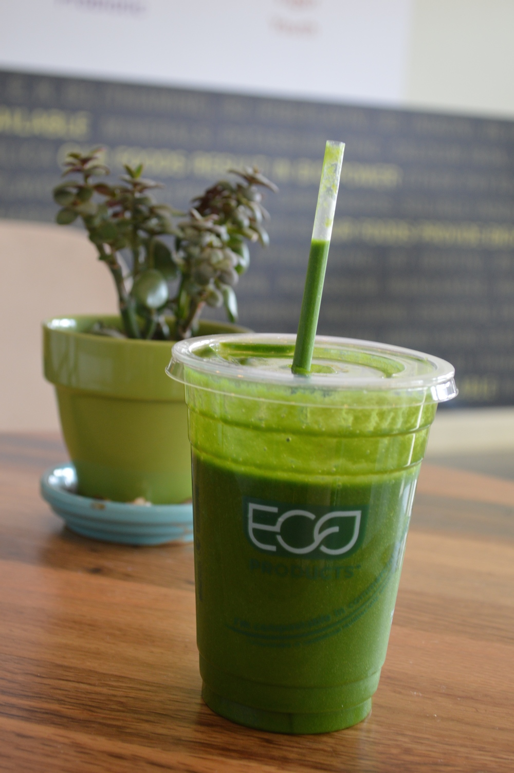 GlowingGreenSmoothie-GlowBio-LaurenSchwaiger-Travel-Blog.jpg