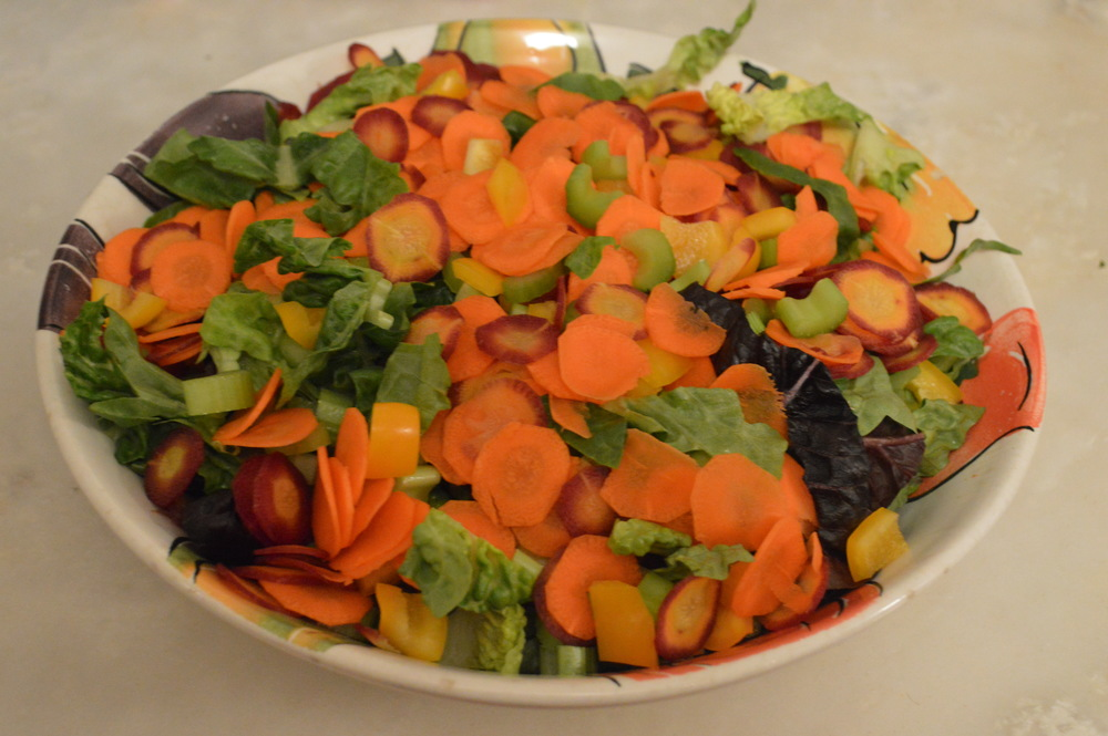 LaurenSchwaiger-Blog-CleanEating-Salad-Veggies.jpg