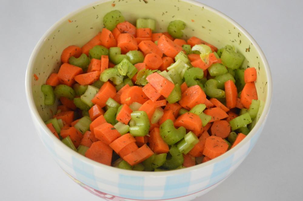 LaurenSchwaiger-Blog-Lemony-Carrot-Celery-Detox-Salad.jpg