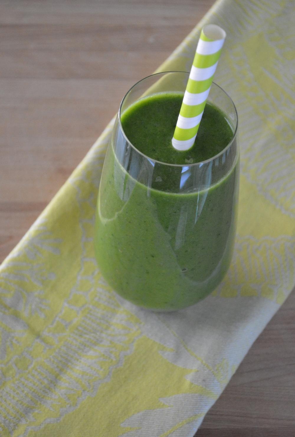 Cucumber-Banana-Spinach-Green-Smoothie-LaurenSchwaiger-Blog.jpg