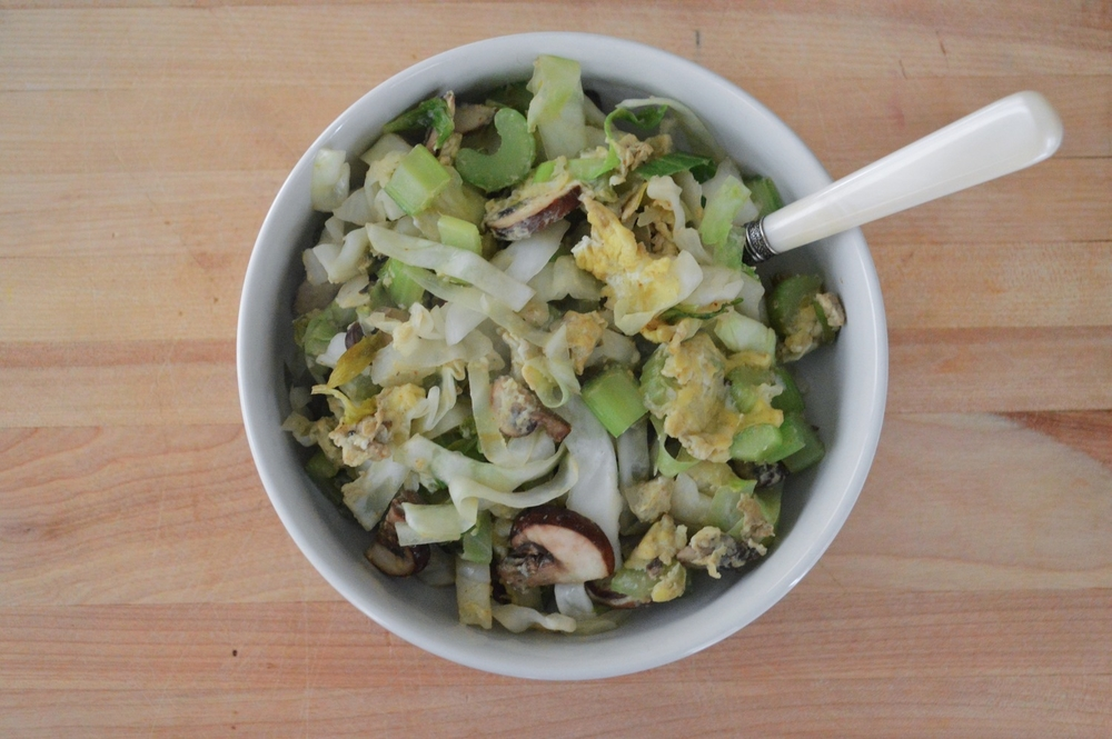 egg & veggie stir fry + coconut oil