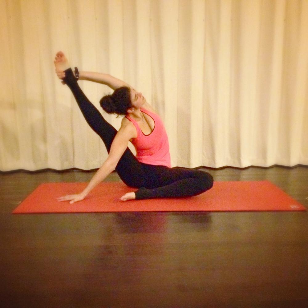 LaurenSchwaiger-Yoga-Sundial-Pose.jpg