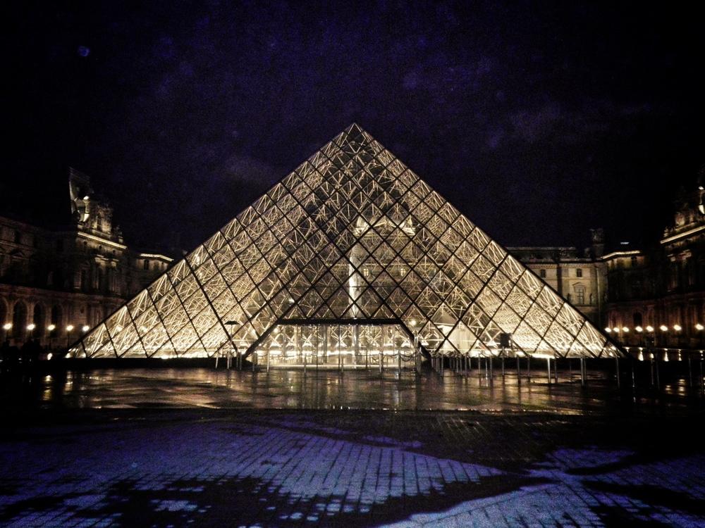 LaurenSchwaiger-Blog-Travel-The-Louvre-At-NightParis.jpg