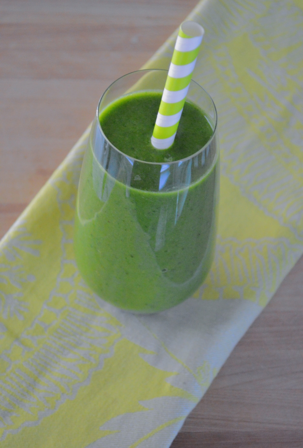 LaurenSchwaiger-Blog-Cucumber-Banana-Spinach-GreenSmoothie.jpg