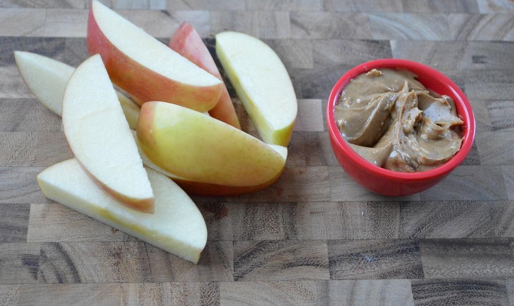 LaurenSchwaiger-Blog-Apple-Almond-Butter.jpg