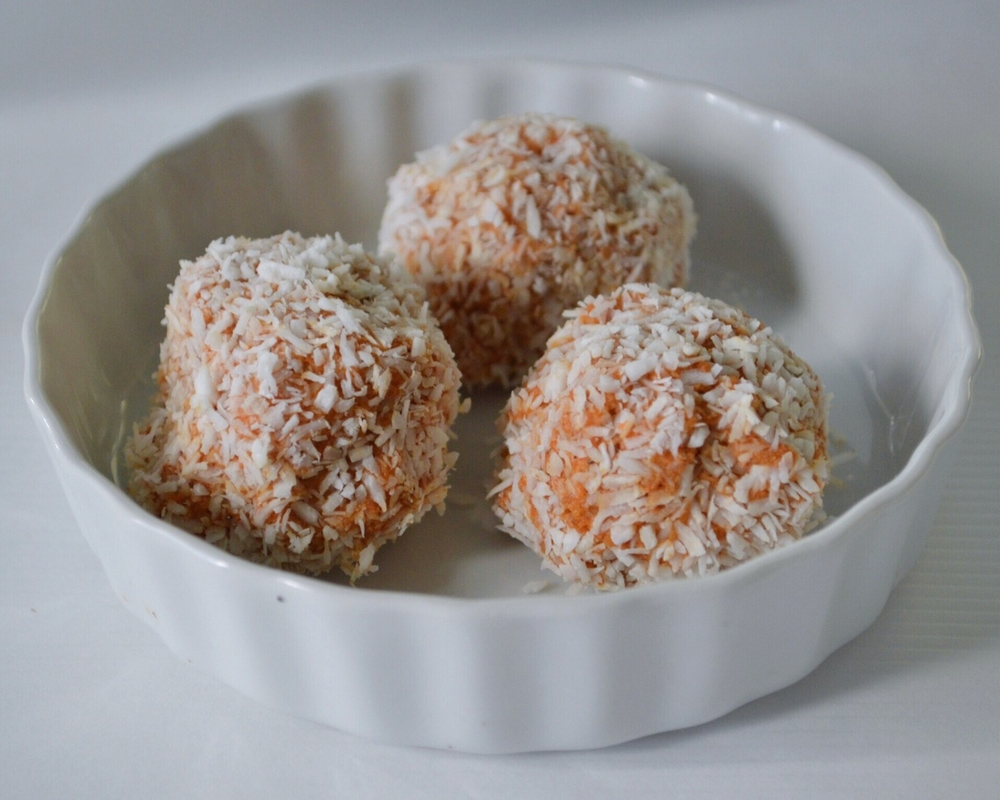 Healthy-Raw-Carrot-Cake-Balls-LaurenSchwaiger-Blog.jpg