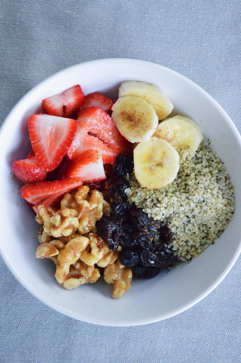 Fruit-Superfood-Bowl-LaurenSchwaiger-Blog.jpg